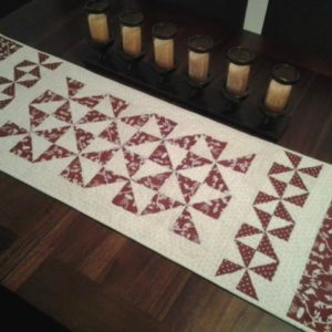 "BLD-021 – ""CLASSIC PINWHEELS"" Table Runner"