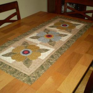 "BLD-003 – ""POSY TRIO"" Table Runner"